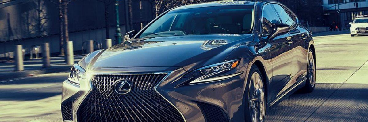 レクサスの地位を北米で確立させた車「LS」常に進化を続けているのが人気の秘訣か